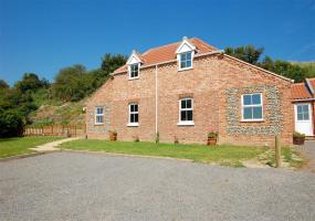 Get a Real Taste of the Country With Daisy Farm Cottage near Caister